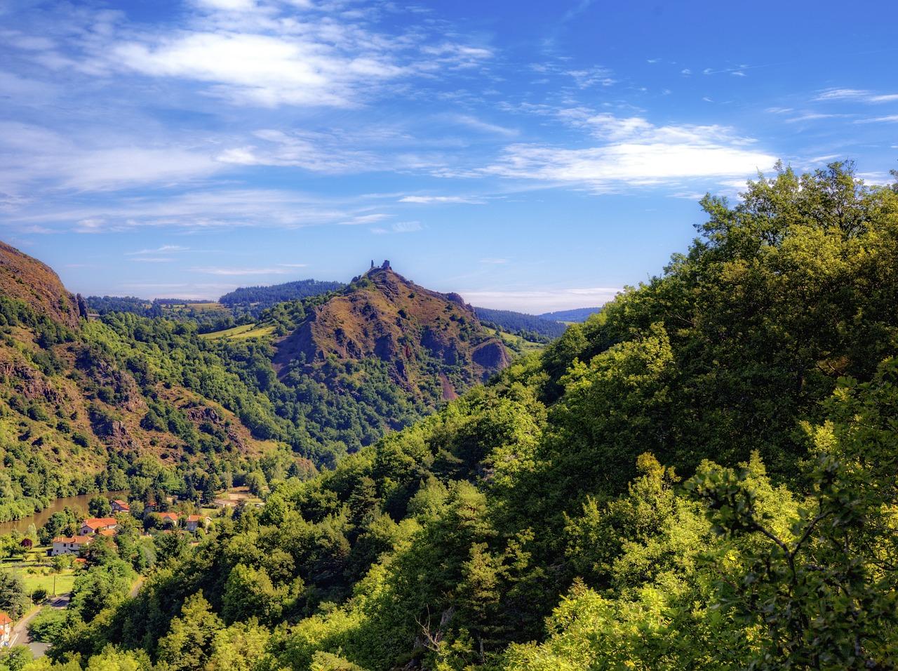 Auvergne-pays-des lacs-et-des-volcans-France